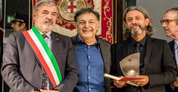 El compositor Descalzi renuncia el título de embajador de Génova en el mundo. Diferencias con Bucci