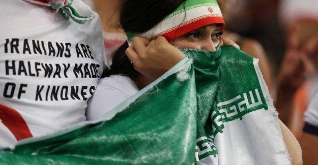 Irán, que estaba en el fuego para protestar en contra de los estadios está prohibido a las mujeres que murieron de quemaduras joven partidario