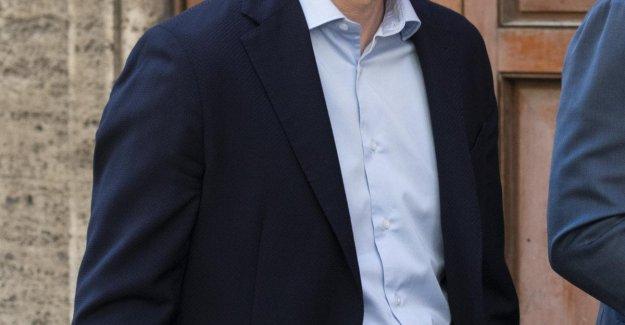 Roberto Esperanza de que el ministro de Salud del Gobierno del Conde bis