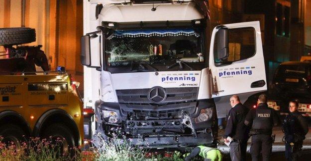 Alemania, robo de camión termina alrededor de 8 coches en frente de la corte. No excluimos a la pista terrorista