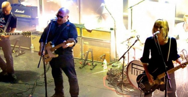 Está muerto Kim Shattuck, bajista y voz de los Manguitos, que jugó con los Pixies