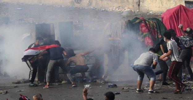 Irak, los hombres encapuchados disparando contra los manifestantes en Karbala: al menos 18 muertos