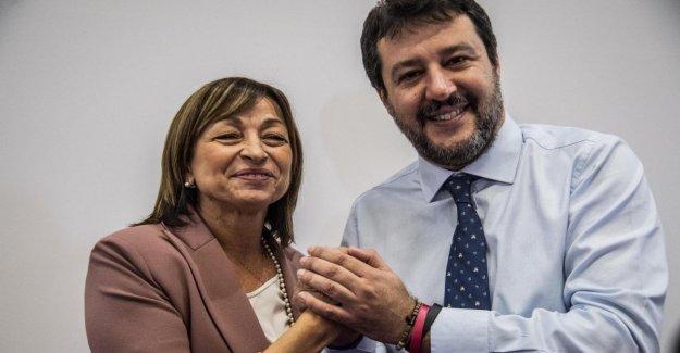 Regional, Umbria, italia, Instituto Cattaneo: El electorado de la derecha se ha ido de la compacta a un voto. Un 5S en dos desiertas las urnas