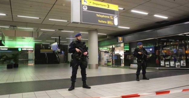 Amsterdam, sospechoso de la situación en un avión en el aeropuerto de Schiphol de ámsterdam