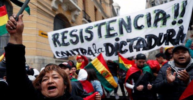 Bolivia, la policía se puso en contra de Morales, que se queja: Es un golpe de estado