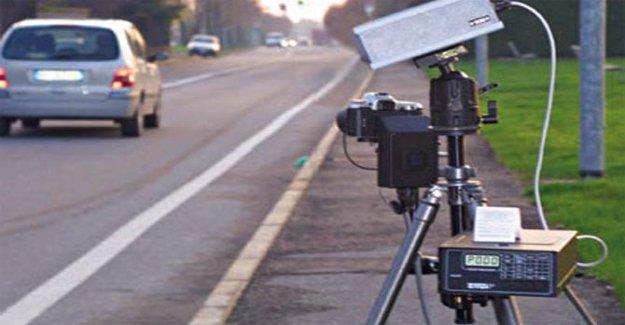 Cámaras de velocidad móviles, multas legítimo, incluso si se expone único signo fijo