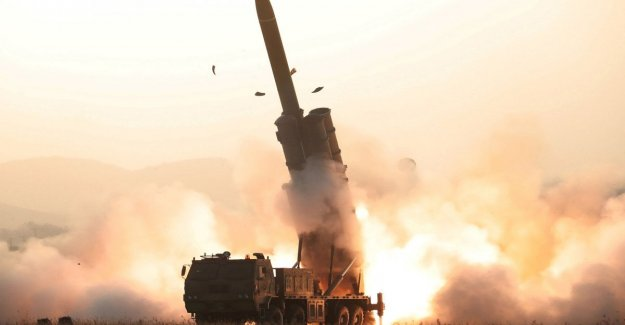 Corea del norte, el reto de Kim: probado un lanzador de cohetes múltiple