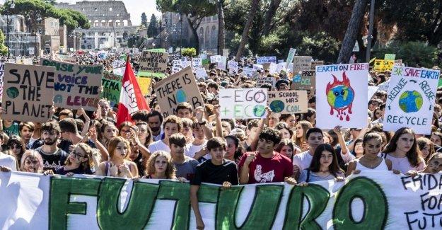 El clima, el Parlamento europeo declara la emergencia ambiental. Y los chicos están de vuelta en la plaza de