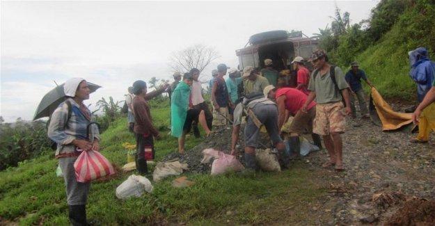 Filipinas, camión agricultores cayó en un barranco: 19 muertos y 22 heridos
