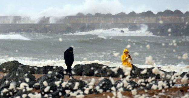 La tormenta Amelie en la Francia, 140 mil hogares sin electricidad