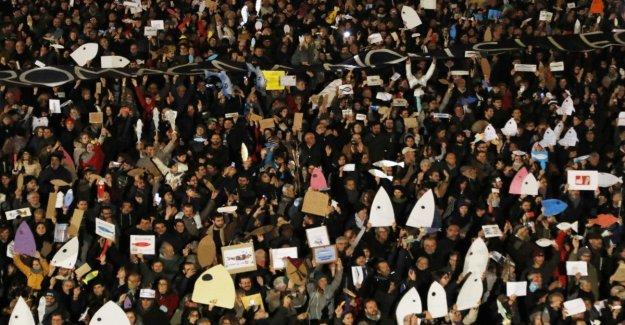 Las Sardinas hacer su debut en Puglia, el primero de diciembre: Todos en la plaza de Taranto, es nuestra herida abierta