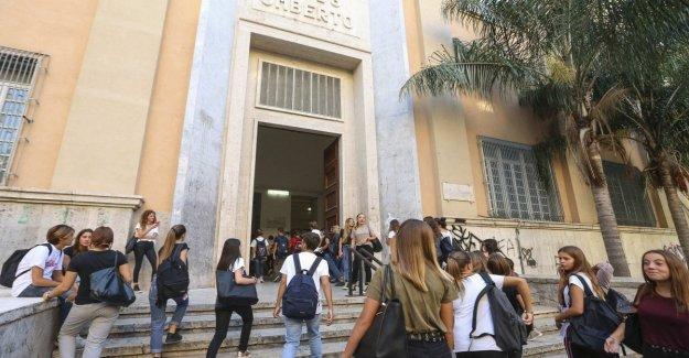 Las escuelas de la parte superior. He aquí lo que antecede, la preparación para el futuro: en Milán y en Roma, la venganza de las escuelas secundarias histórico