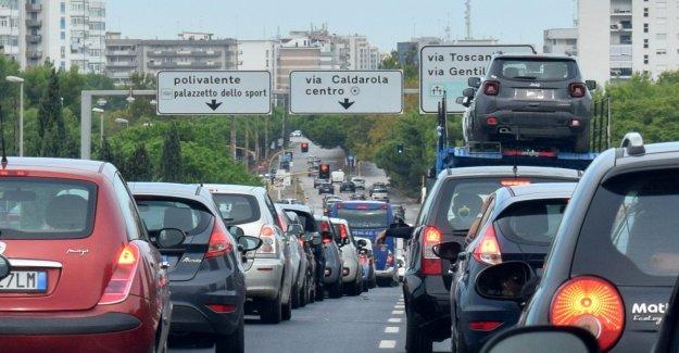Las mujeres al volante, sólo el 3 por ciento de los italianos piensan que son mejores que los hombres