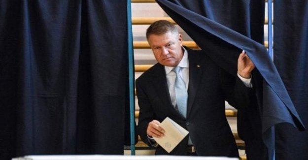 Rumania, de abrirse las mesas electorales para la segunda vuelta de la elección presidencial. Ioannis favorito del ex premier Dancila