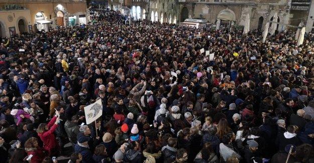 Sardinas en Perugia, el éxito para el caso de anti-Salvini