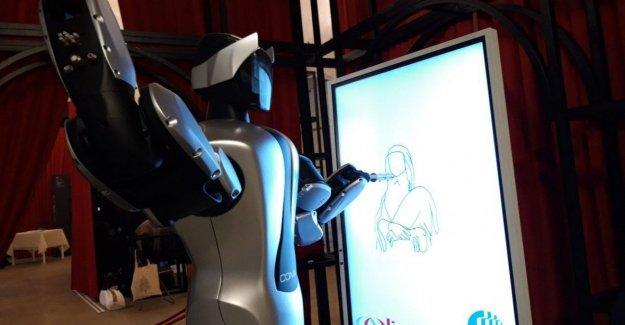 Amigo, el robot que dibuja la mona lisa