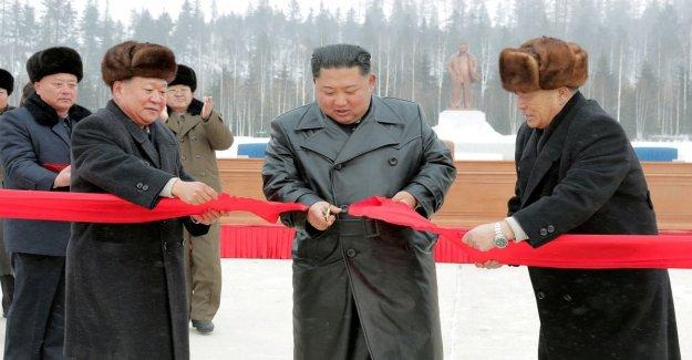 Corea del norte, Kim Jong-un considera la apertura de la ciudad ideal: un centro de esquí y espacios culturales