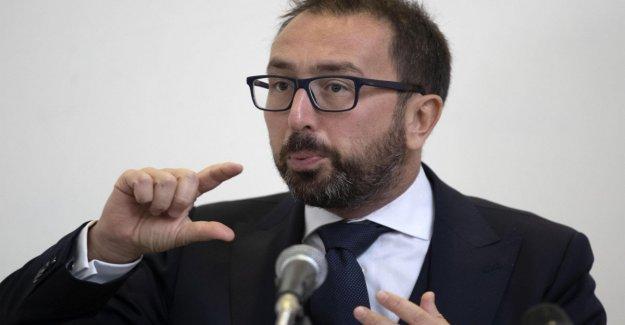 El gobierno, el Mdl se aprueba el decreto ley sobre las escuchas telefónicas