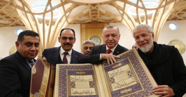 Gb, Erdogan, y Cat Stevens, junto a la inauguración de la primera mezquita en eco-amigable del mundo