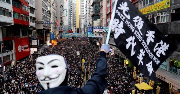 Hong Kong cae de nuevo en la plaza. Estamos en 800 mil, para el gobierno es la última oportunidad para responder