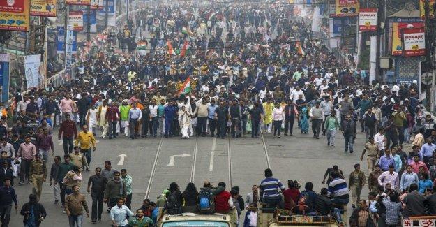India: después de la exclusión, el engaño. Los musulmanes obligados a pagar una fuerte multa