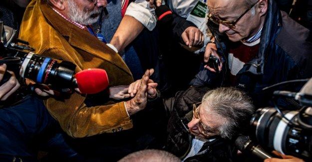Lerner: El apretón de manos y la caricia con Bossi. Treinta años en un signo de respeto