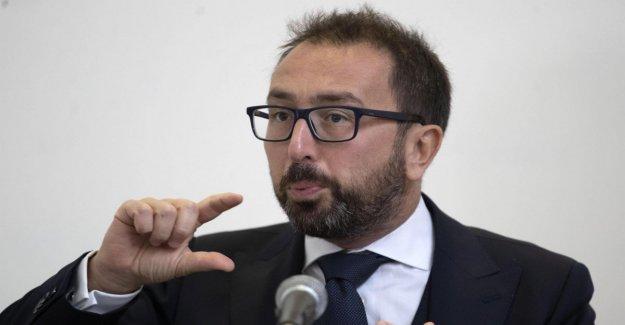 Nave Gregoretti, Bonafede: Hay supuestos de proceso a proceso Salvini. El líder de la liga responde: Que renuncie