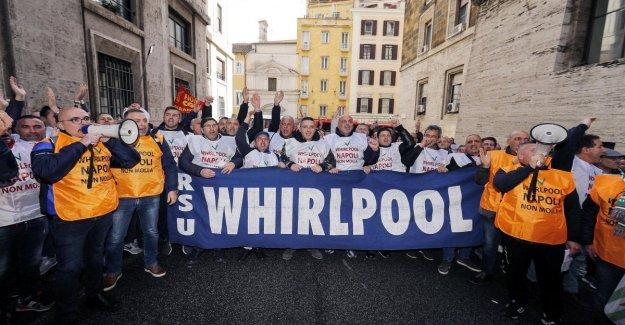 Bañera de hidromasaje, la Cgil, la Cisl y la Uil sindicatos anuncian una huelga de 16 horas. De Magistris ataques De Maio