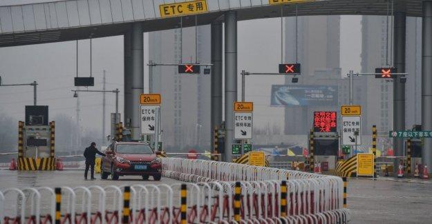 Deje para la circulación de los coches en Wuhan, la ciudad se ha puesto en cuarentena