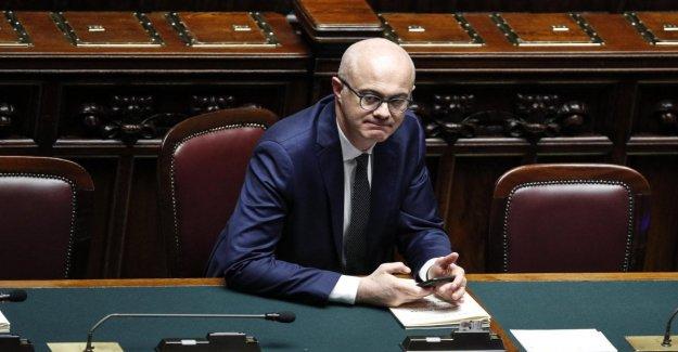 El M5S, el ministro De Incà defiende Morra: No puede ser expulsado