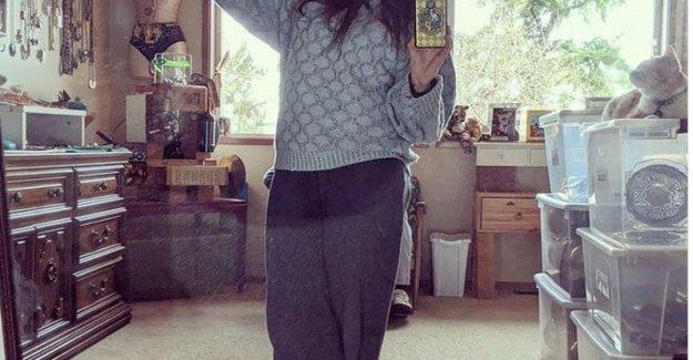 El selfie de Amanda Knox: en el espejo con el' uniforme', que se celebrará