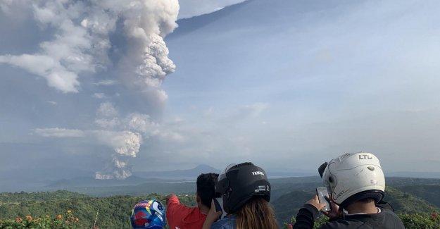 En filipinas, la columna de ceniza de alta km del volcán de Taal: evacuados de 2 mil personas
