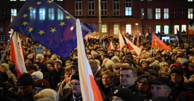 Polonia, la ley de la mordaza de los tribunales: aprobada la reforma de la justicia. El País está en riesgo de romper con la Ue