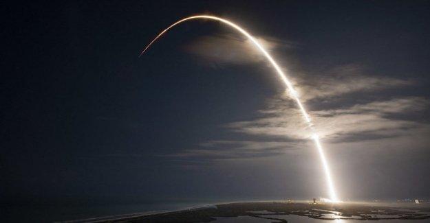 SpaceX lanza de 60 satélites para llevar internet a todas partes