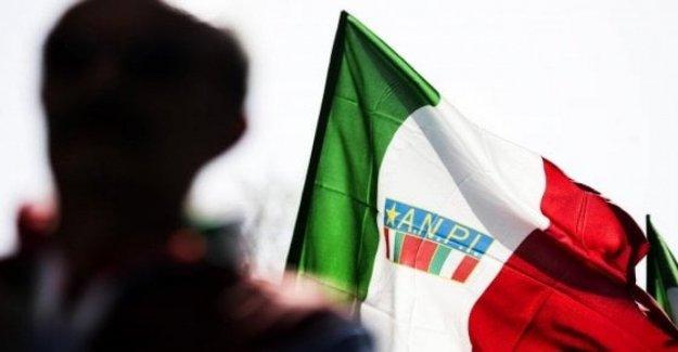 Anpi en las plazas de todas partes de Italia para los días nacionales de la membresía