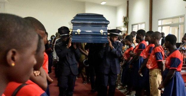 Costa de marfil, el último adiós a Laurent. El padre cumple su deseo: en la placa, sólo el nombre de el Príncipe