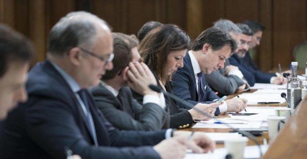 El gobierno, por la Milleproroghe para el caso, los Brazos Abiertos: las rocas de la semana de la política