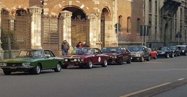 En Milán, un flash mob con los coches de época