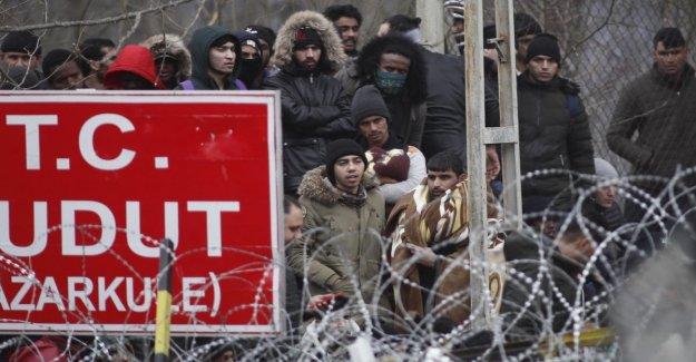 Los enfrentamientos en la frontera con Turquía-Grecia, refugiados de siria repelidos con gases lacrimógenos. La onu: son al menos 13 mil