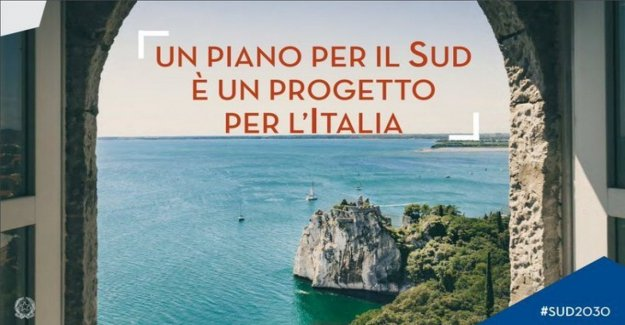 Metedura de pata del gobierno, en el manifiesto del plan para el Sur se encuentra el castillo de Duino (Friuli-Venecia Julia)