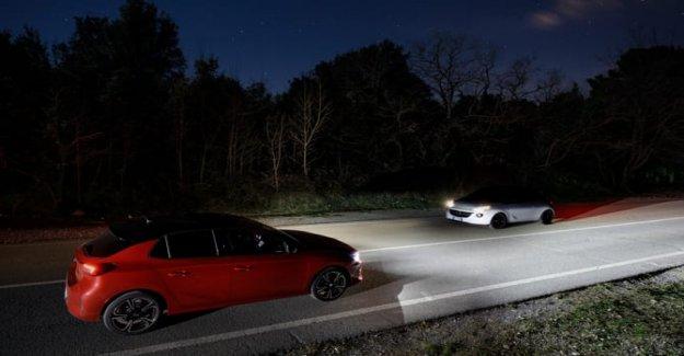Opel Corsa, apareciendo los faros a la Matriz de LED