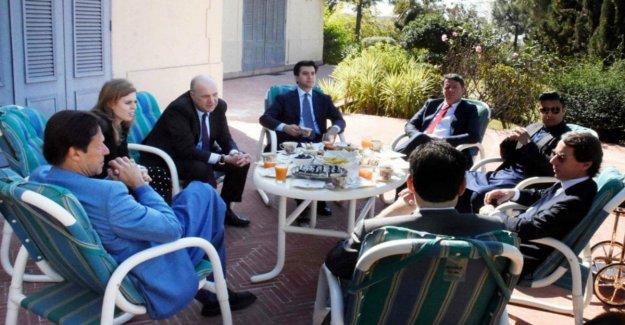 Renzi en Pakistán, es la controversia. Y él responde: tengo relaciones internacionales. Y entonces yo no pido permiso para ir a esquiar