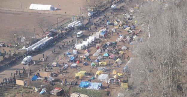 De emergencia de los migrantes, Turquía envía un mil unidades de las fuerzas especiales en la frontera contra los rechazos