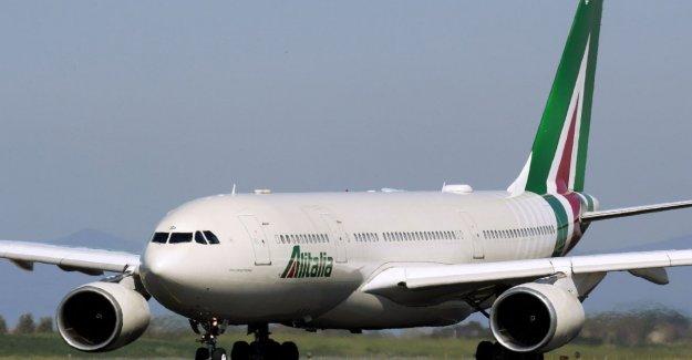 El ministerio de asuntos exteriores y de Alitalia organizar los vuelos para los italianos bloqueado en el extranjero