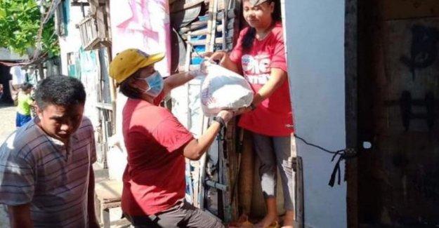 Filipinas, En Manila, totalmente aislado, Caritas ayuda a los pobres para luchar contra el hambre y el miedo