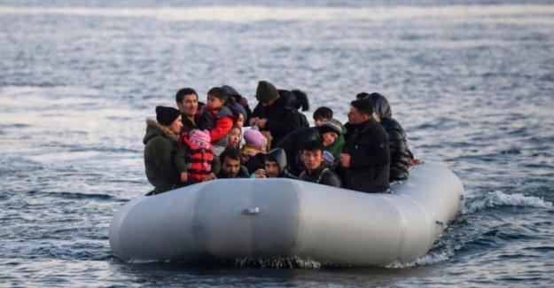 Lesbos, un barco griego puerto a través de los sirios y a los afganos a lugares desconocidos: prohibido en el asilo, deportados a los recién llegados en Turquía