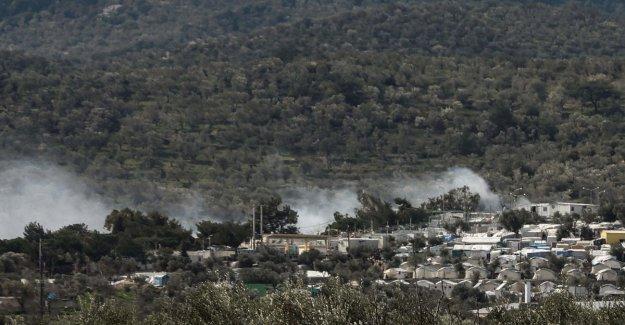 Lesbos, un incendio en el campamento de refugiados: muerto una niña de seis años
