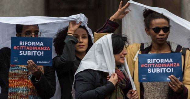 Los migrantes, Su hijo está enfermo, por favor enviar el dinero para el tratamiento: el engaño de los miembros de la familia de los inmigrantes en Italia