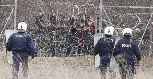 Los migrantes, los disparos en la frontera. El turco Medios de comunicación: Uno de los muertos, 5 heridos. Grecia se niega. Erdogan: Europa deja ahogar