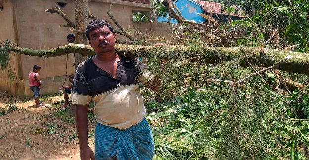 Comienza la recuperación después de la tormenta estragos de la India, Bangladesh, costa